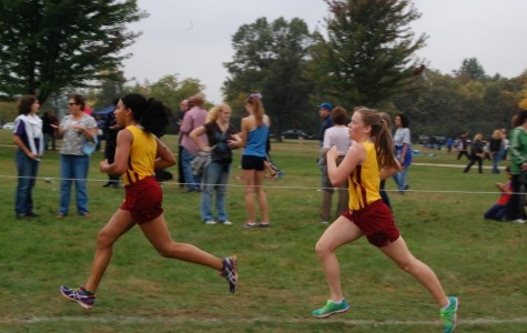 Sophomore Zora Pullen and freshman Gloria Neumann sprint to the finish of the Oakland Country Junior Varsity race.