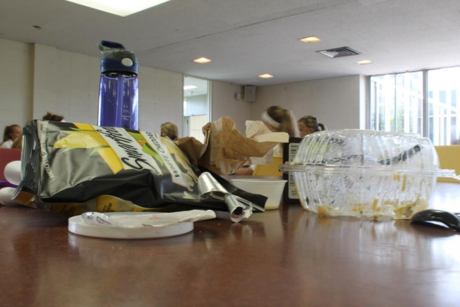 Piles+of+garbage+like+this+are+a+familiar+sight+in+Mercy%27s+cafeteria%2C+notorious+for+its+messiness.