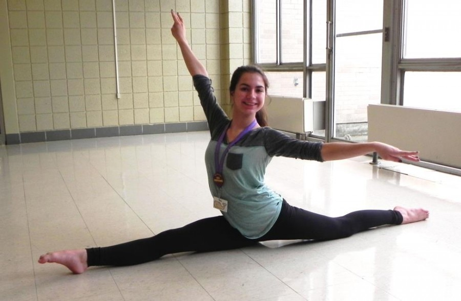Freshman+Shannon+Seabolt+knows+that+dance+takes+a+lot+of+time%2C+practice%2C+and+flexibility%E2%80%94here+she+shows+off+her+splits+%28Photo+credit%3A+Caitlin+Somerville%29.