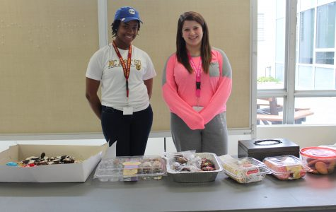 BPA members senior Asha McElroy and junior Katelynn Smith greet buyers with a smile. (Photo credit: Brooklyn Rue)