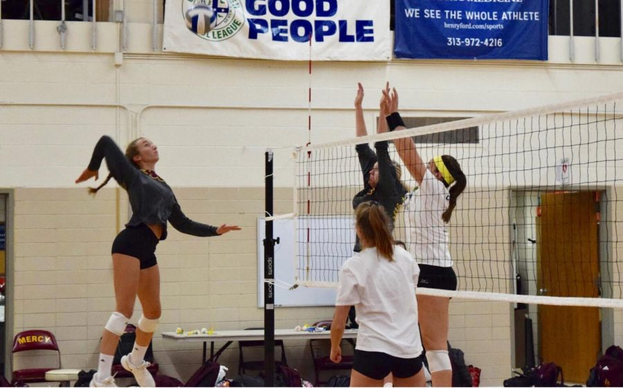 Sophomore+Julia+Bishop+blocks+a+ball+with+her+teammates+as+they+practice+the+day+before+State+Semi-Finals.+%0APhoto+by+Isabelle+Sawicki+