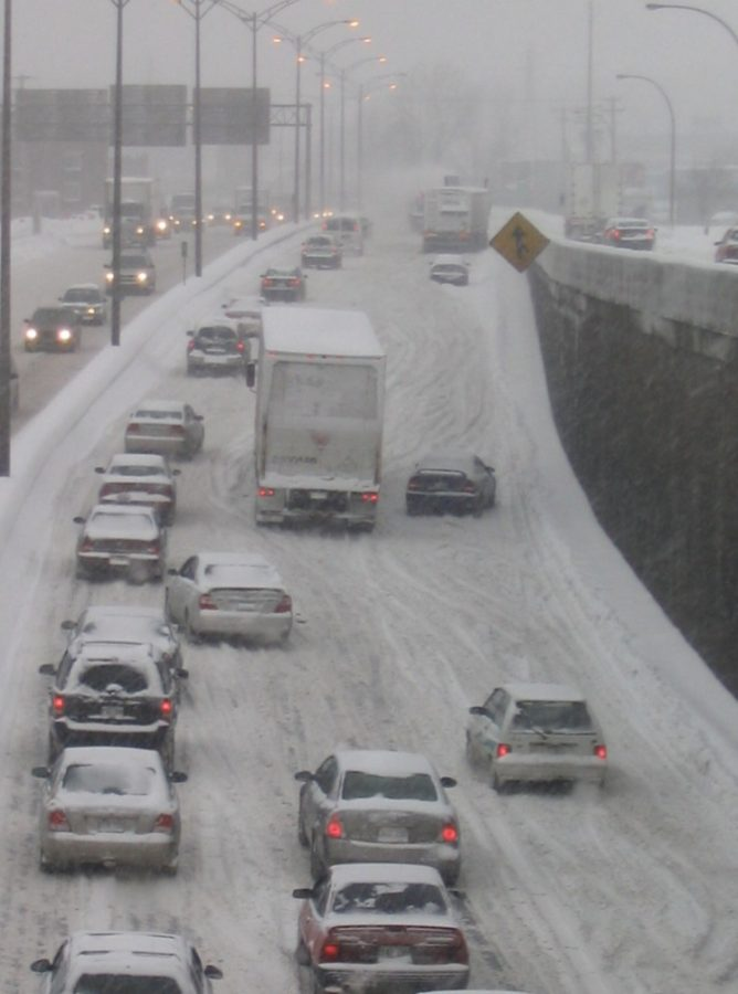 Cars swerve as they lose maneuverability and road friction because of the snow and ice. Fair use: Creative Commons