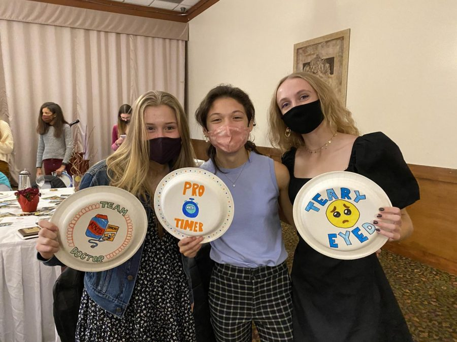 Sophomore+Stella+Johnson+and+seniors+Katie+Kim+and+Mackenzie+Sullivan+pose+with+their+paper+plate+awards.